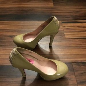 Betsey Johnson Cream Dita Platforms